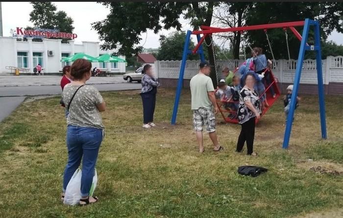 В Пинске за 10 дней сломали единственные новые качели для детей-инвалидов. Люди, Беларусь, Пинск, инвалид, Дети, общество