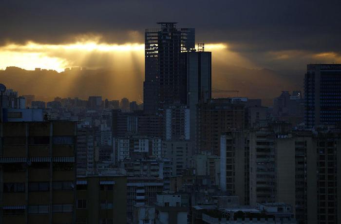 «Башня Давида» в Каракасе: самый большой сквот в мире Каракас, Башня, Жилье, Сквоттинг, Самозахват, Текст, Длиннопост
