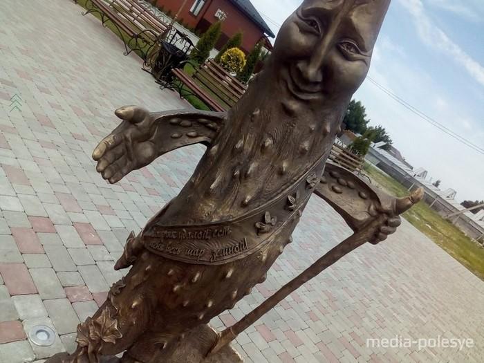 Памятник огурцу... Беларусь, Огурцы, Памятник