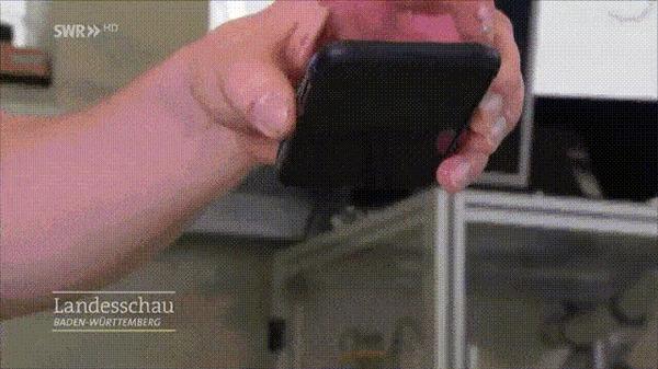 """Студент-инженер разработал аналог """"подушки безопасности"""" для мобильника, который раскрывается при падении телефона Гифка, Мобильные телефоны, Инженер, Устройство, Студенты, Германия, Imgur, Разработка"""