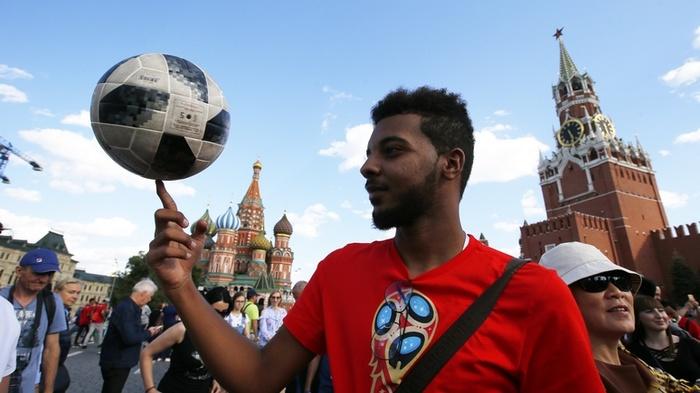 Журналист Washington Post ждал от Москвы серости и мрака, а оказался на празднике футбола. ЧМ 2018, Футбол, Журналисты, длиннопост