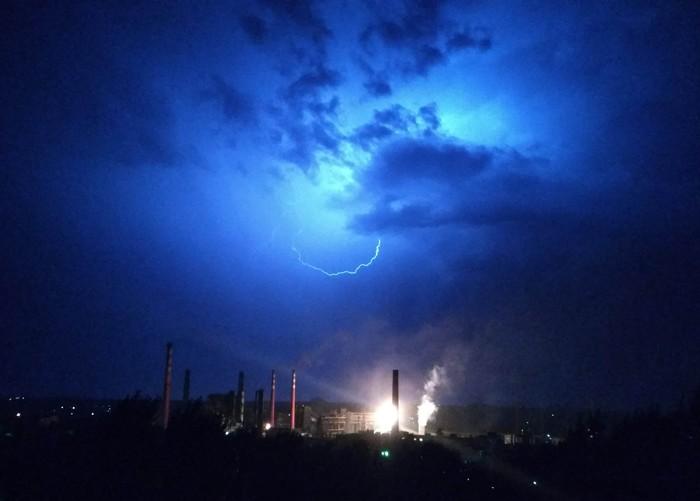 Молния над МКХЗ Макеевка, Гроза, Фото на тапок, Погода