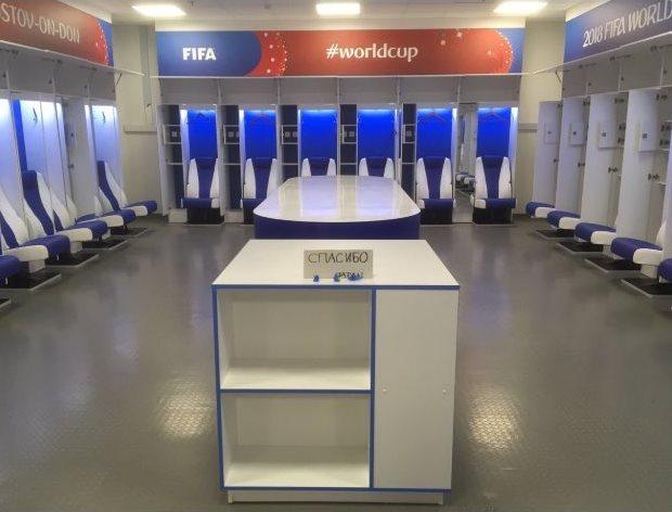 """Японские футболисты,после проигранного Бельгии матча,убрали за собой раздевалку и написали """"спасибо""""."""