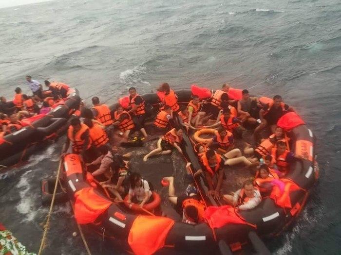 На Пхукете перевернулись два судна с туристами. Идет спасательная операция. Таиланд, Пхукет, Спасение, Шторм, Море, Длиннопост, Спасательная операция, Видео