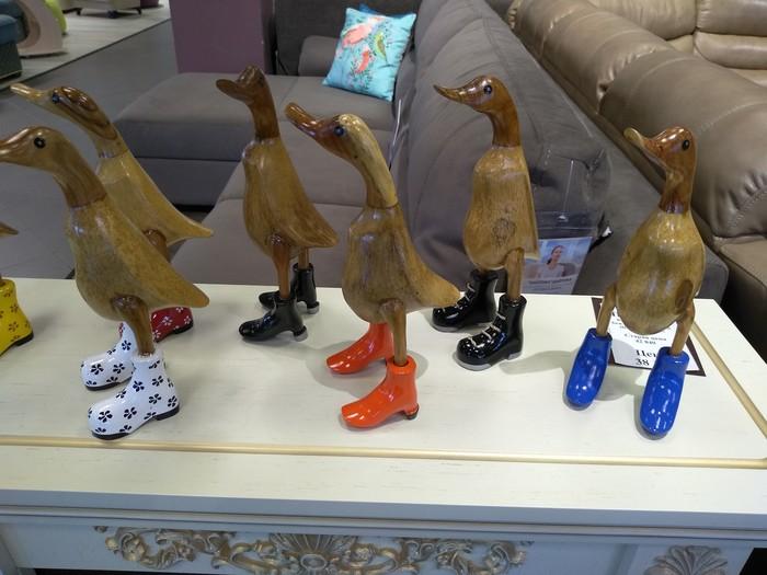 Модные утки в магазине мебели