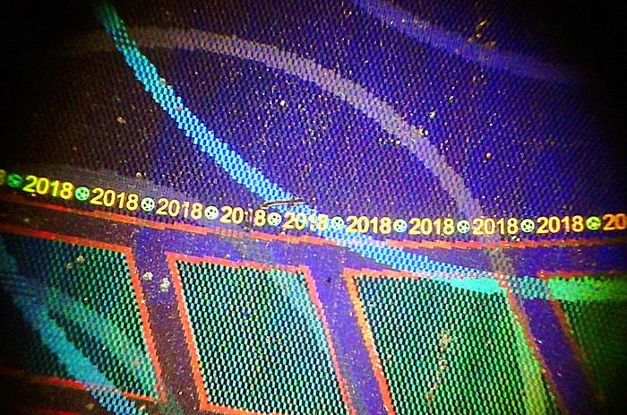 Новые полимерные 100 рублей ЧМ-2018 с другого, непривычного нам взгляда. Микромир банкнот, Микромир, Сто рублей, Чемпионат мира по футболу 2018, Длиннопост