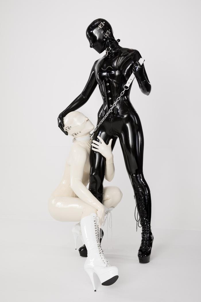 Немного черно-белого латекса Латекс, Одежда из латекса, Девушка в латексе, Длиннопост