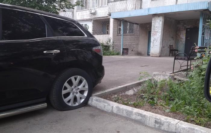 Перекрыл вход в подъезд Порез, Шины, Парковка, Автохам, Негатив