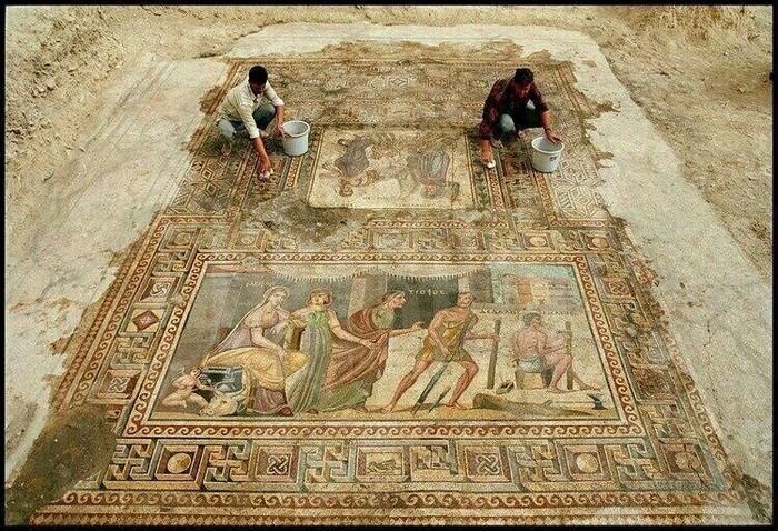 Обнаружение мозаики с сюжетом о Дедале и Икаре. Турция.