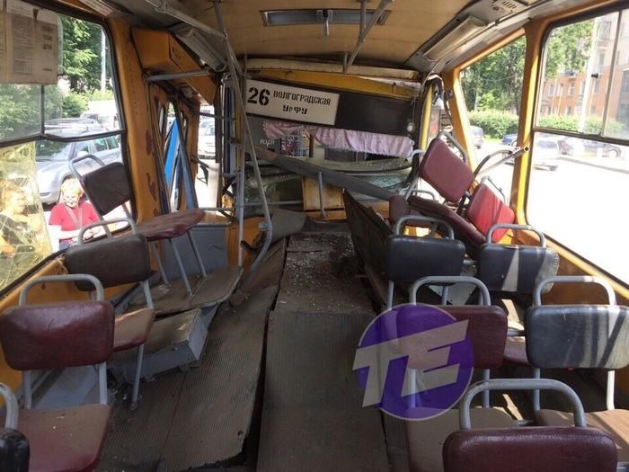 В Екатеринбурге один трамвай влетел в другой Трамвай, Столкновение, Екатеринбург, Длиннопост