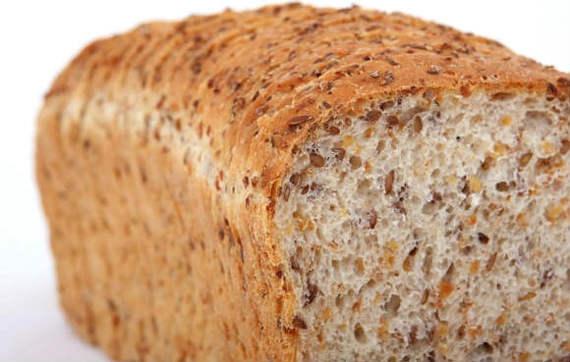 разогрел в микроволновке кусок хлеба теперь она изнутри вся желтая что делать