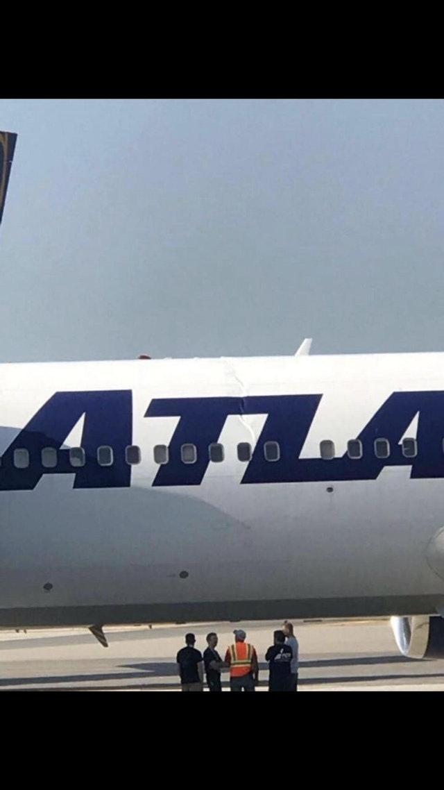 В результате жесткой посадки B767 немного надломился. Самолет, Авария, Видео, Длиннопост