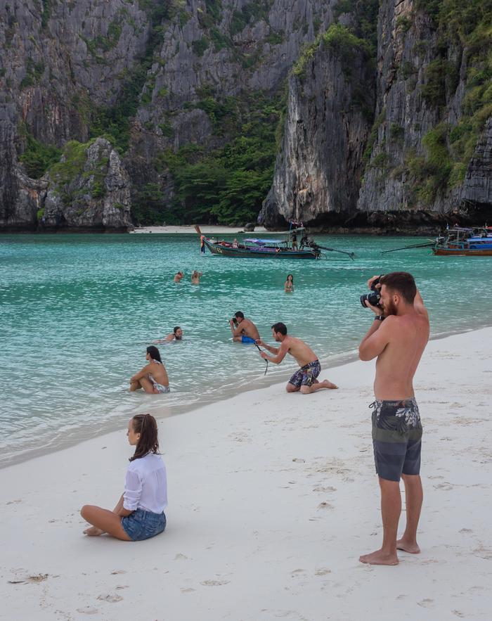"""""""Я стоял, фотографируя свою девушку в море, повернулся и увидел вот это"""""""