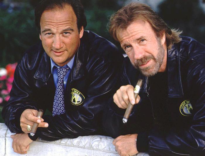 Когда Арнольд подсадил на сигары, а ты решил открыть бизнес. Джеймс Белуши, Арнольд Шварценеггер, Чак норрис, Сигара, Бизнес, Знаменитости