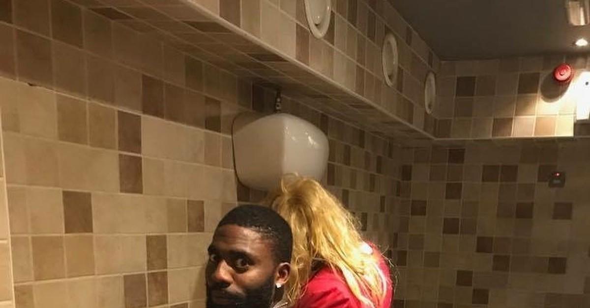 Блондинка ебется в туалете смотреть онлайн, онлайн видео в хорошем качестве порно свахи