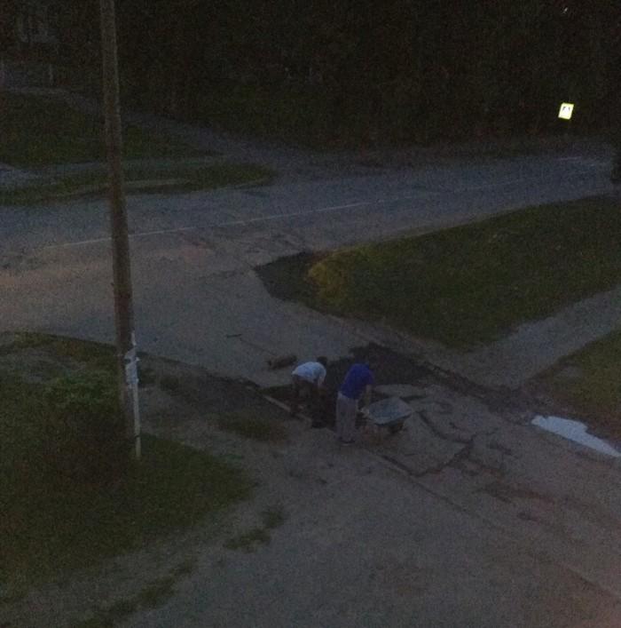 Ночные герои ремонта дорог Плохие дороги, Ремонт