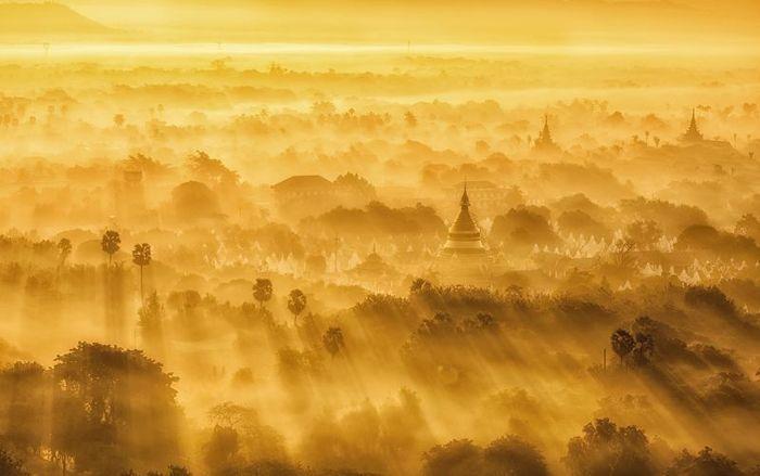 Мандалай, Мьянма, купается в солнце.