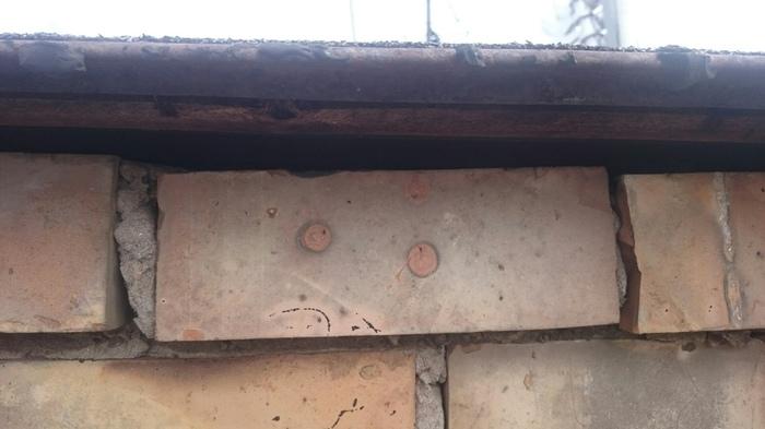 Грустный кирпич Кирпичи, Крыша
