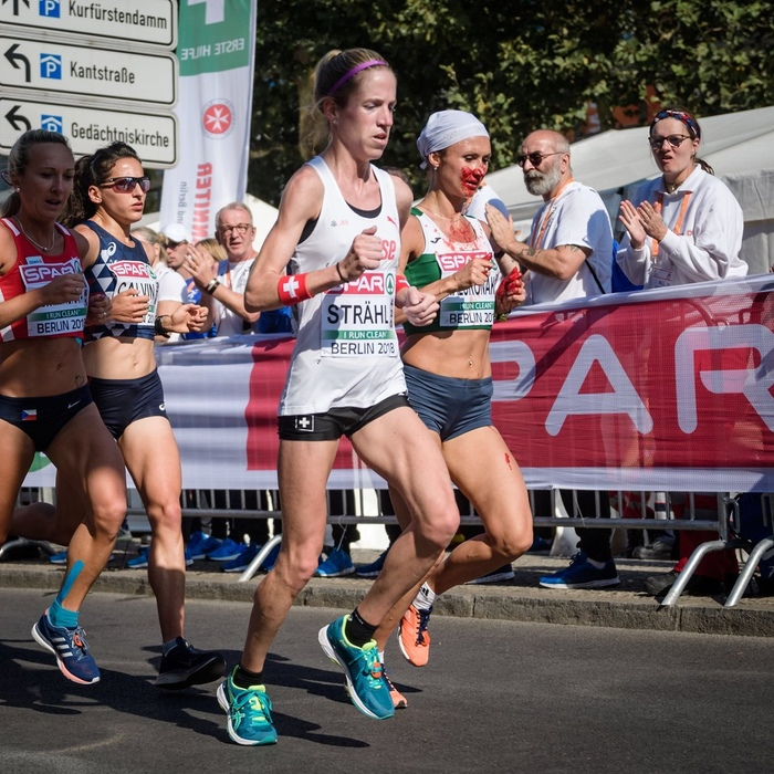 Белорусская марафонщица залила всю форму кровью, перепутала дорогу перед финишем, но все равно выиграла Бег, Легкая атлетика, Происшествие, Спорт, Длиннопост, Кровь