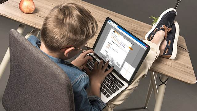 11-летний школьник изменил результаты выборов во Флориде всего за 10 минут Общество, США, Выборы США, Школьники, Взлом, Голосование, Рен ТВ, Флорида, Видео