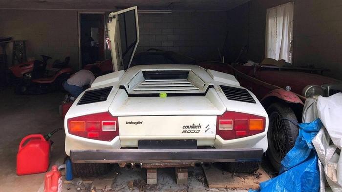 Внук нашел в гараже бабушки эксклюзивный Lamborghini Countach Lamborghini Countach, Суперкар, Внуки, Бабушка, Длиннопост, Авто