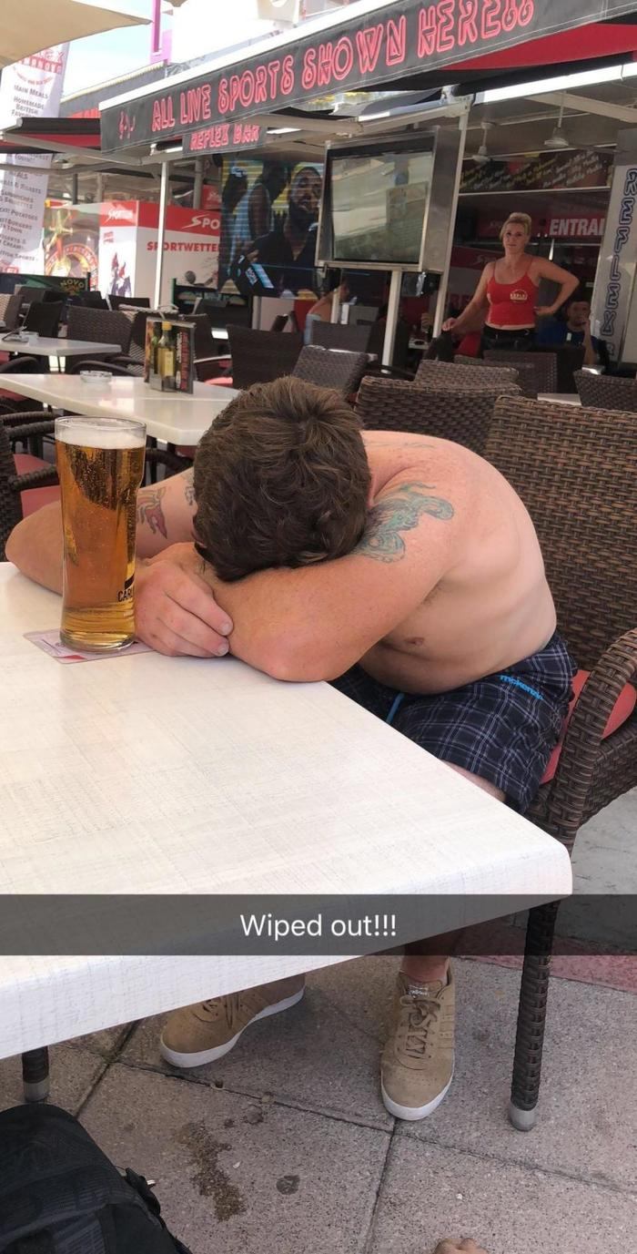Два друга решили взять по пиву после работы и очнулись в Испании Пиво, Великобритания, Испания, Магалуф, Пальма де майорка, Путешествия, Смешное, Длиннопост, Юмор