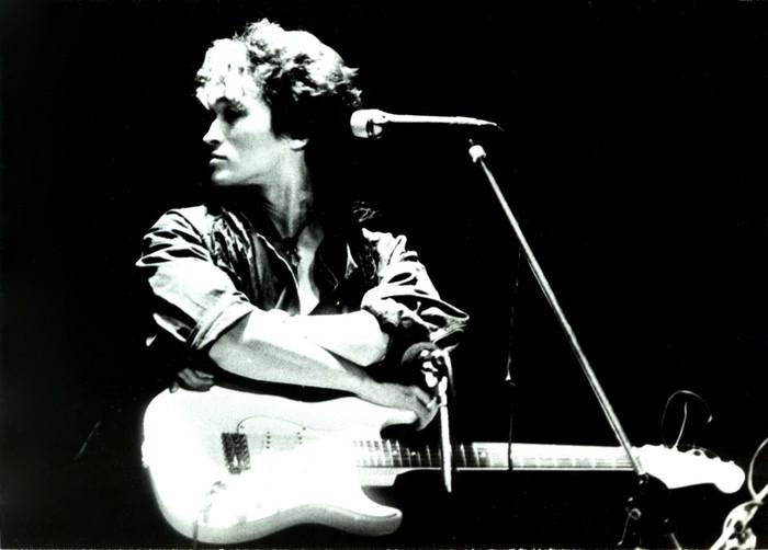 Он просто вышел покурить: 28 лет назад не стало Виктора Цоя Виктор Цой, Группа Кино, Русский рок, Фотография, Последний герой, Видео, Длиннопост