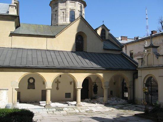 Армянская церковь во Львове.Специально для Hmjollnir место где мушкетеры пресовали гвардейцев с новым другом-гасконцем.