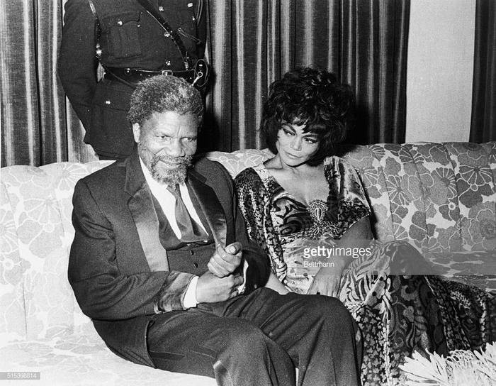 Сумасшедший король Свазиленда Королевство Свазиленд, Мсвати III, Королевская семья, Длиннопост, Южная африка, Скриншот, Twitter