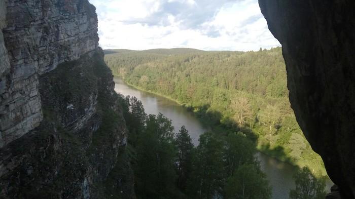 Вид на р. Юрюзань из Идрисовской пещеры Пещера, Юрюзань