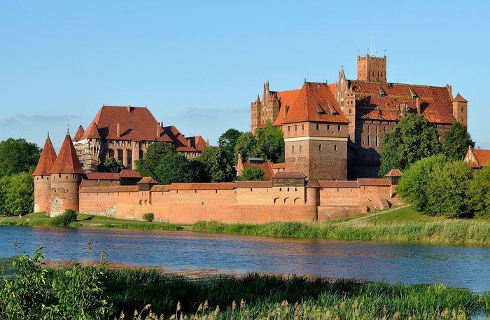 Две величайшие крепости средневековья и античности Мариенбург, Бам, Текст, История, Архитектура