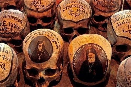 Черепа святых в монастыре Neamt. Череп, Святые, Религия, История, Монастырь, Румыния