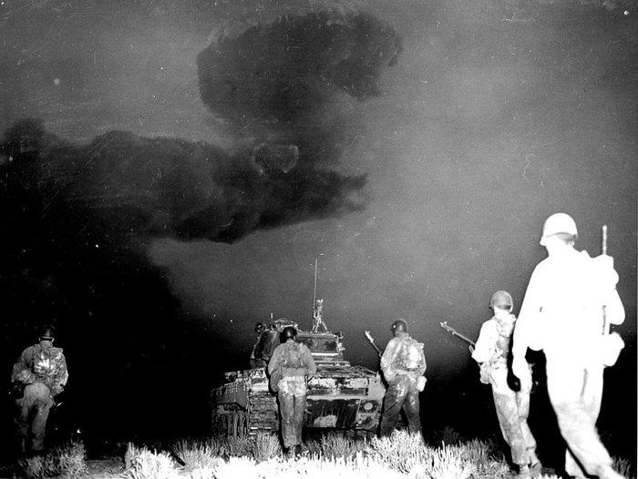 Шагом к смерти Ядерное оружие, Война, США, Оружие, Солдаты, Фотография, История