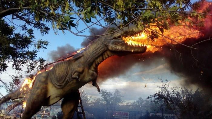 В Башкирии сгорел динозавр Сибай, Динозавры, Пожар, Видео, Длиннопост
