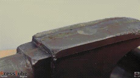 Кажется сделать наковальню из свинца было плохой идеей...