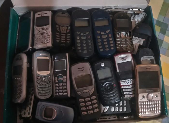 Разбирала вещи отца и нашла коробку с мобильниками Мобильные телефоны, Siemens, Nokia, Sony ericsson, Fly, Телефон, Раритет, Находка