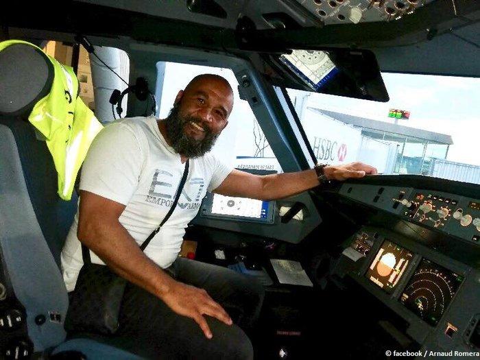 Во Франции боксер предотвратил захват самолета Общество, Происшествие, Франция, Самолет, Захват, Боксёр, РИА Новости