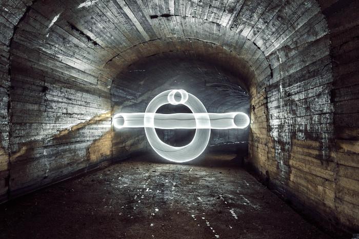 Игра света в заброшенном бомбоубежище. Фотография, Свет, Фризлайт, Бомбоубежище