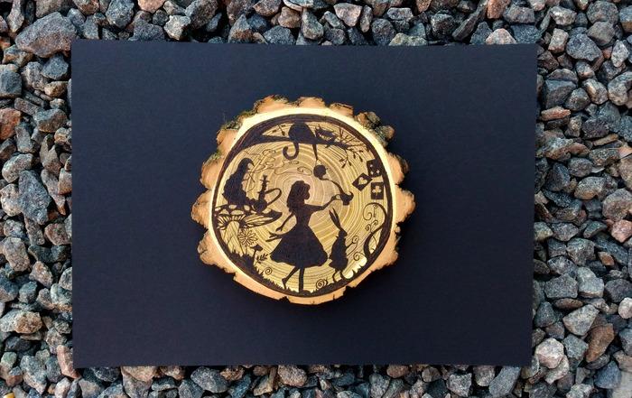 Алиса в стране акаций Алиса в стране чудес, Пирография, Сказка, Оригинальный подарок, Своими руками, Чеширский кот, Чаепитие, Мухомор