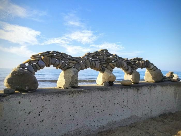 Каменные арки на пляже