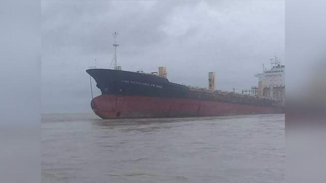 У берегов Мьянмы обнаружили «корабль-призрак» без экипажа. Последний раз сухогруз видели в 2009 году Общество, Сухогруз, Корабль-Призрак, Мьянма, Фонтанка, Twitter, Длиннопост