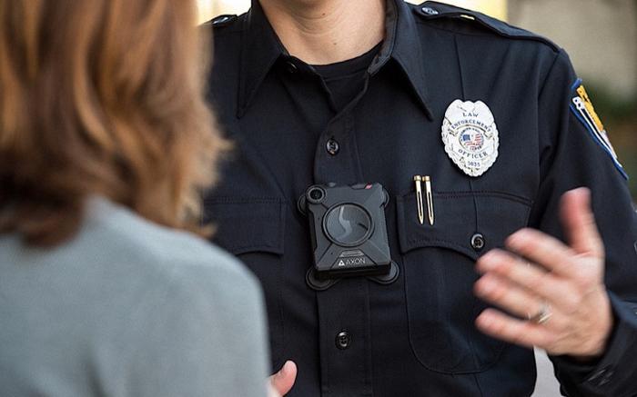 Искусственный интеллект и камеры на груди у копов Полиция, Камера
