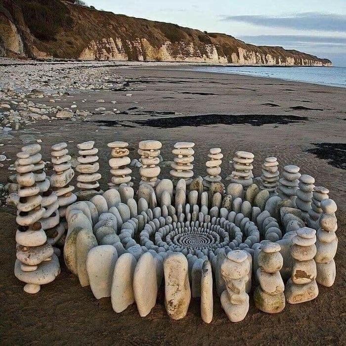 Арт объект на пляже