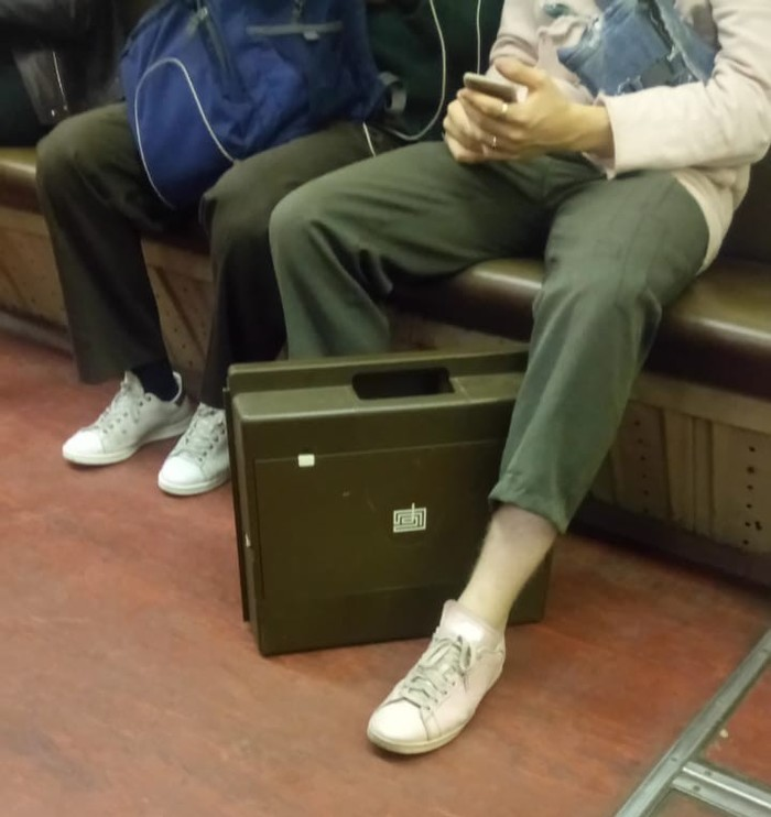 Что за чемоданчик? Чемодан, Метро, Логотип, Мода из метро