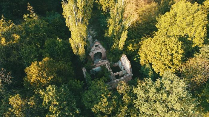 Заброшенная церковь в лесах Прага, Фотография, Дрон, Dji