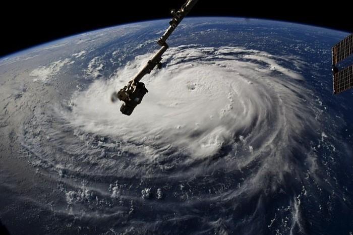 На США вот-вот обрушится мощнейший ураган «Флopeнc» США, Ураган, Флоренс, Видео