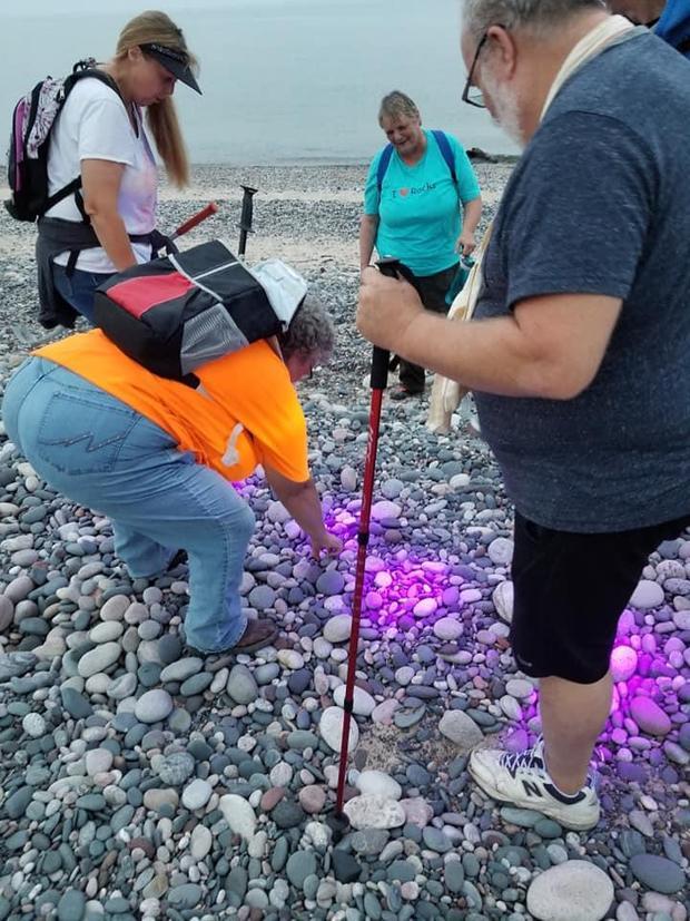 Светящиеся камни на берегу озера Верхнее в Северной Америке Камень, Йооперлиты, Минералы, Интересное, Длиннопост