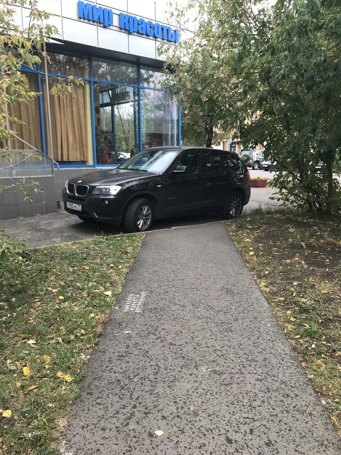 И целой парковки мало...