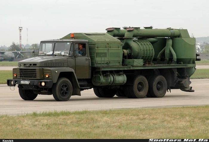 Техника, которую не покажут на параде. Средства наземного обеспечения полетов. Вакуумная уборочная машина В-63 (В-68). Армия, Техника, ВВС, ВКС, Длиннопост
