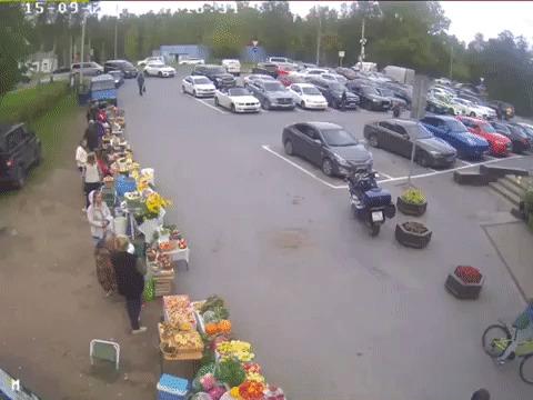 Пенсионер на внедорожнике въехал в супермаркет под Петербургом Происшествие, Водитель, Магазин, Погибшие, Интерфакс, Пенсионер, Interfax, Негатив, Гифка